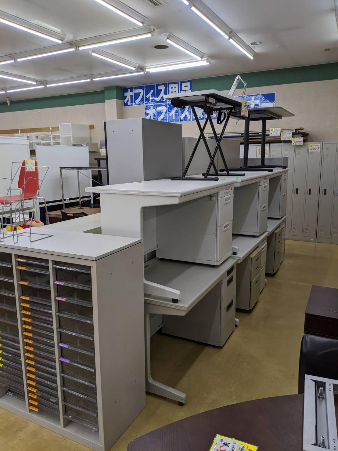 書庫 ロッカー シェルフ 事務机 大量に買取り致しました!!の買取-