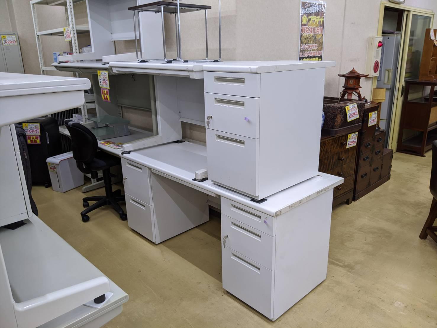 事務平机、両袖事務机、脇机 オフィス家具買取ました!!の買取-