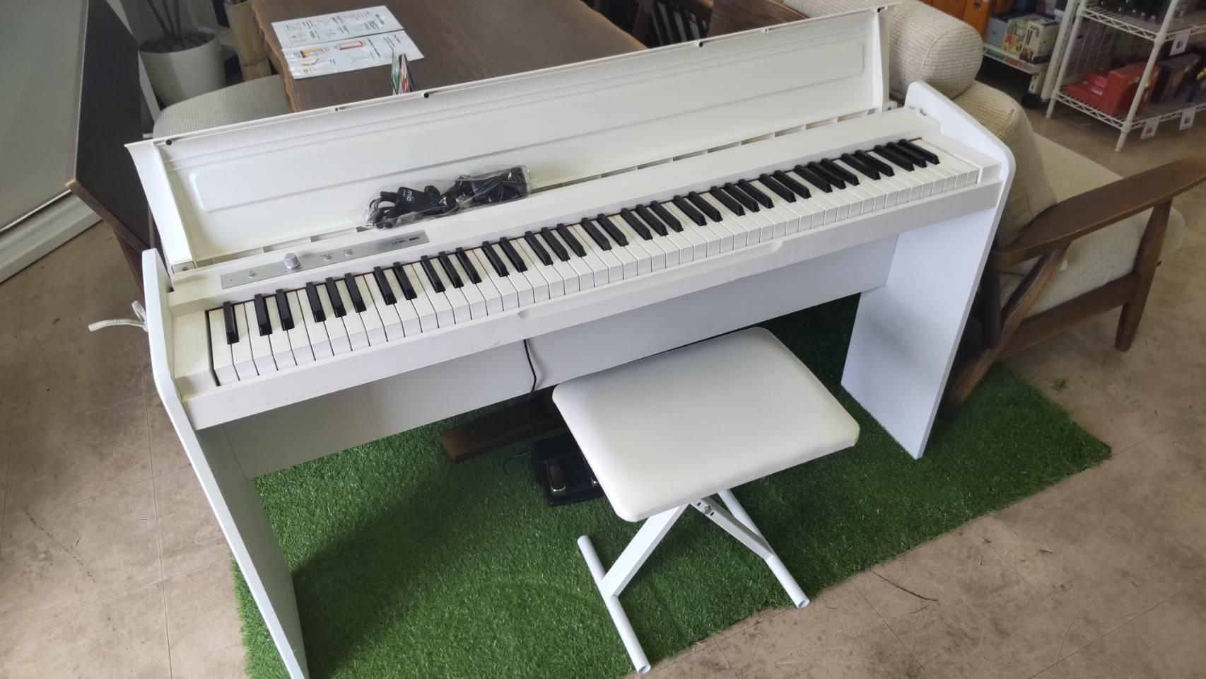 【KORG コルグ 電子ピアノ LP-180 デジタルピアノ イス付 スリムなスタンダード・モデル】を買取させて頂きました!電子ピアノも高価買取中!グランドピアノも買取致します♪の買取-