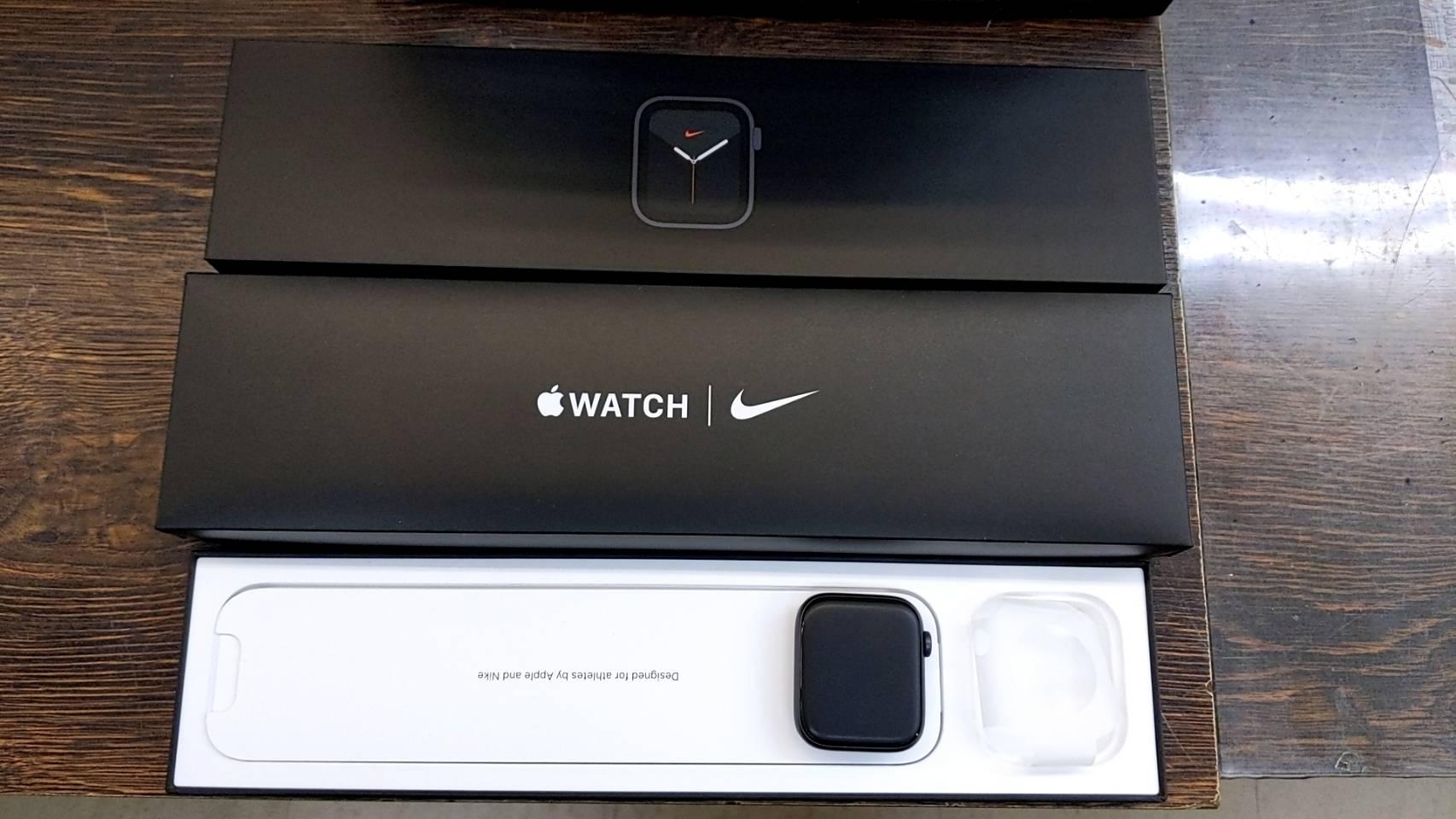 【超美品!!Apple アップル Apple Watch SE(GPSモデル)- 40mmスペースグレイアルミニウムケースとブラックスポーツバンド – レギュラー MYDP2J/A】を買取致しました!!の買取-