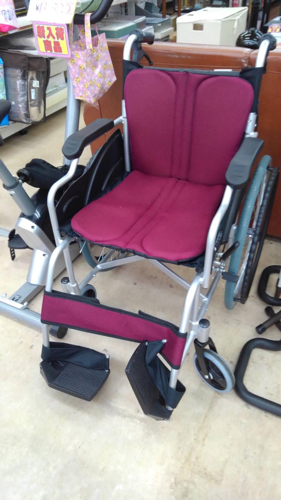 【車椅子 車イス 介護用品 歩行者 歩行補助 折りたたみ】買い取り致しました! の買取-