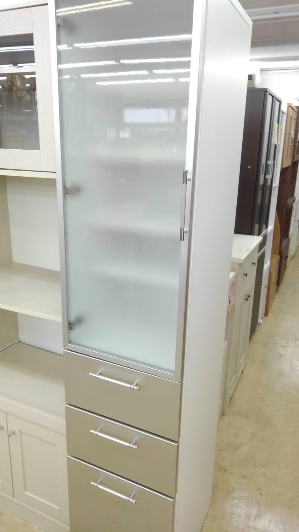 【スリムカップボード スリム 隙間収納 キッチン家具 食器棚】買い取り致しました!の買取-