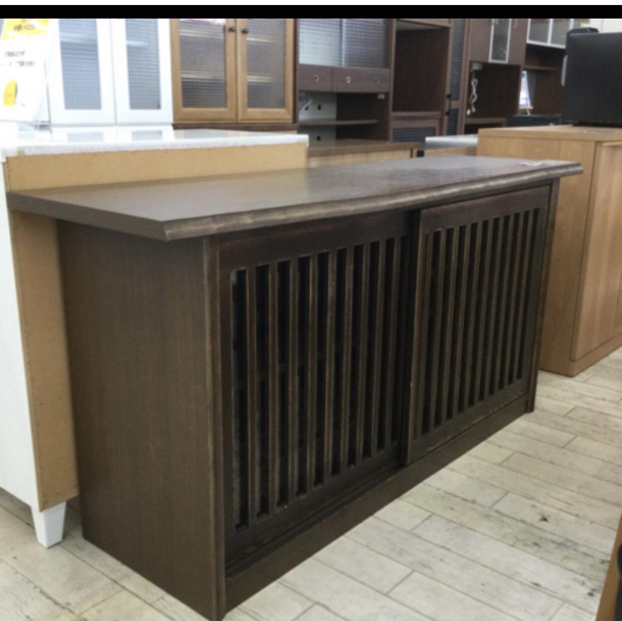 【⭐高級品⭐定価128,000円 しっかりとした天然木 和風家具 レンジボード/サイドボード/食器棚/収納棚/扉付き】を買取りさせて頂きました。の買取-