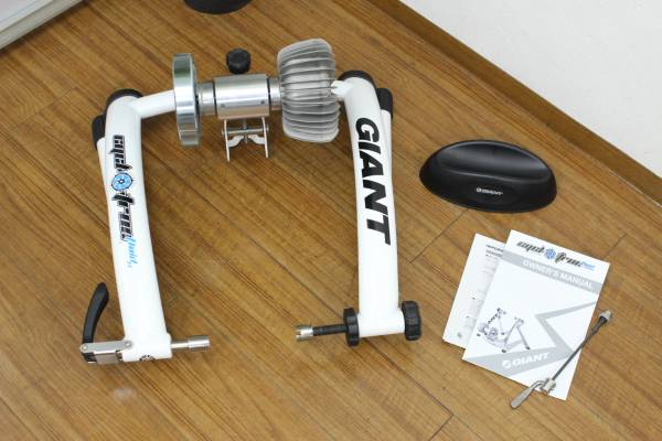 (福岡市博多区)ジャイアント サイクロトロン フルード 固定ローラー トレーニング器具の買取-17000